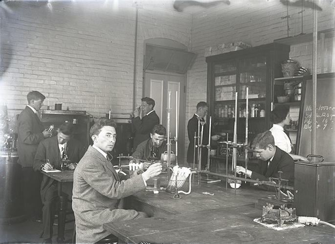<p>Image of a science lab in the Twain/Conn exhibit at the Homer Babbidge Library. Photo provided by Kenneth Noll</p>