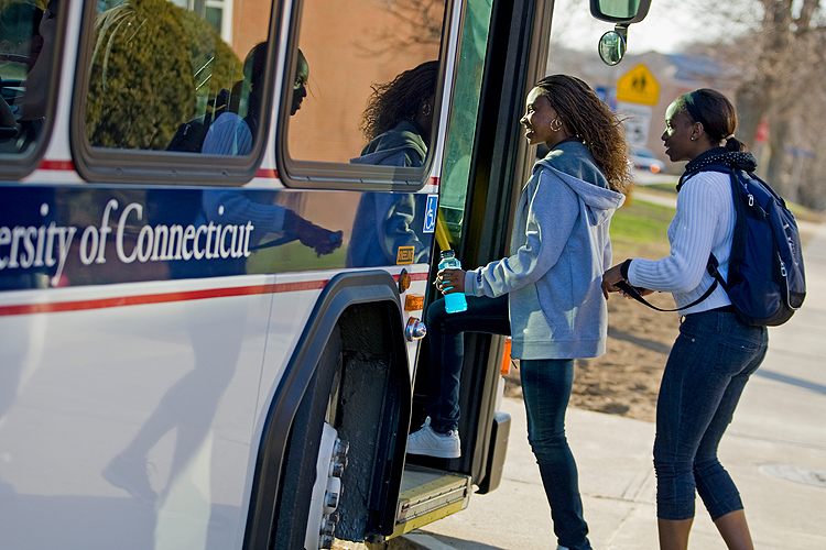 Students board a UConn bus. (FJ Gaylor for UConn)
