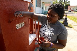 Pauline Elmore was one of the UConn student volunteers who worked in the Upper Ninth Ward neighborhood of New Orleans on a project organized by Community Collaborations International. (Bret Eckhardt/UConn Photo)