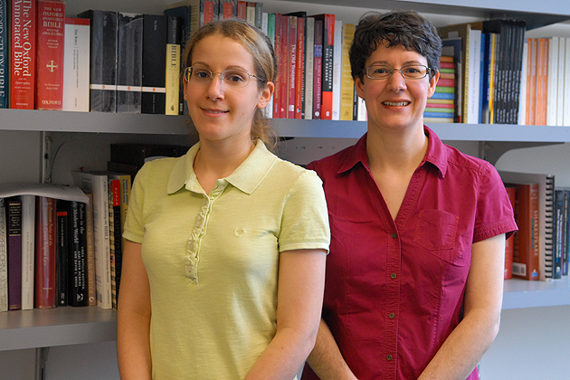 Alexis Cordone '14 (CLAS) and Clare Costley King'oo, assistant professor of English, in the College of Liberal Arts and Sciences Building on March 31, 2012. (Ariel Dowski '14 (CLAS)/UConn Photo)
