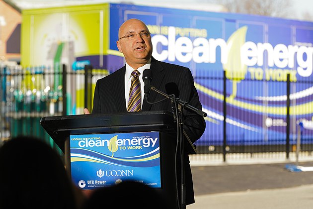 Joe Triompo '79 (ENG), UTC Power vice president and general manager. (Peter Morenus/UConn Photo)