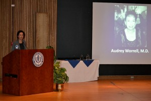 Dr. Biree Andemariam honored founding faculty member Dr. Audrey Worrell. (Tina Encarnacion/UConn Health Center Photo)