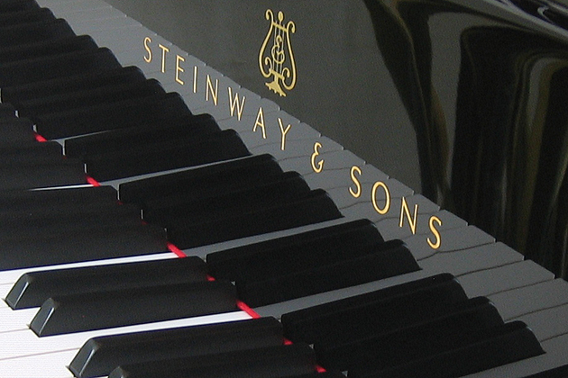 Keyboard of a grand piano manufactured by the Hamburg (Germany) factory of Steinway & Sons (Wikipedia).