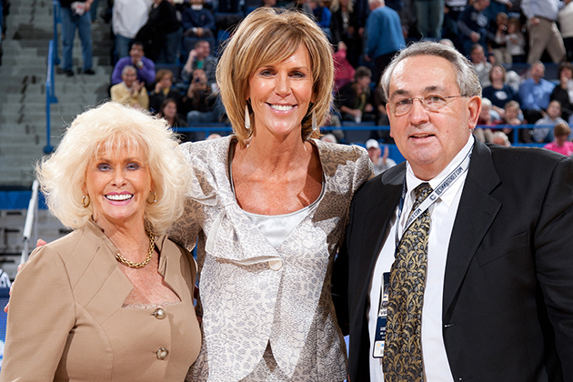 Associate Head Coach Chris Dailey (Center) with Glenna and Jim Agonis. (Photo courtesy of UConn Athletics)