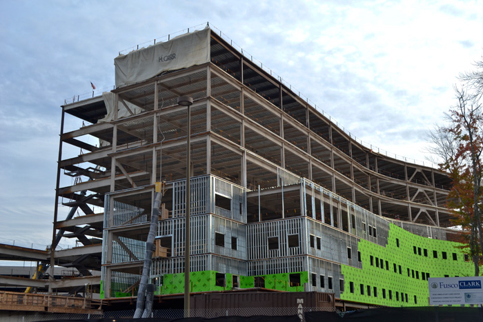 Construction on the outpatient building on the Health Center's lower campus on October 9, 2013. (Tina Encarnacion/UConn Health Center Photo)