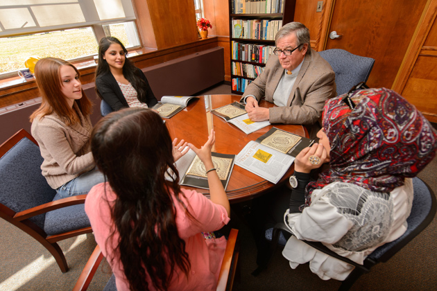 Walter Woodward, associate professor of history, meets with honors students clockwise from right, Reem Elazazy '16 (CLAS), Halima Khan '16 (CLAS), Hayley Snell '16 (CLAS), and Moeizza Malik '16 (CLAS). (Peter Morenus/UConn Photo)