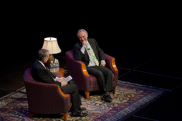 The renowned biologist sits down for a public conversation on evolution and atheism with CLAS Dean Jeremy Teitelbaum. Ariel Dowski '14 (CLAS)