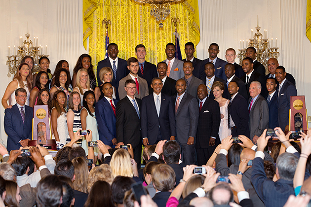 The UConn men's and women's basketball teams, with University President Susan Herbst, Board of Trustees Chairman Larry McHugh, and Athletics Director Warde Manuel, pose for a photo with President Obama at the White House. (Stephen Slade '89 (SFA) for UConn)
