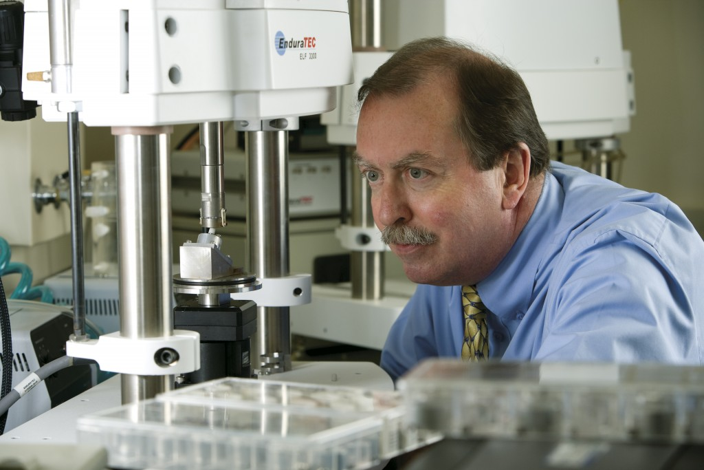 Dr. Robert Kelly of the UConn School of Dental Medicine in the lab. (Lanny Nagler for UConn)